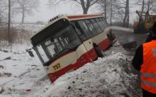Autobus w rowie