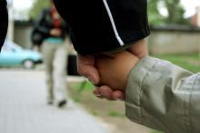 Wiktoria bezpieczna, pod opieką ojca
