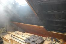Ogień spod dachówek