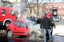 Paliło się auto w centrum miasta