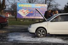 Samochód zapalił się na drodze