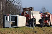 Wypadek busa z młodzieżą. Kierowca był pijany VIDEO