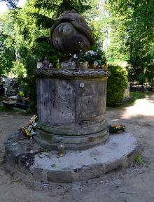 Fuszerka na cmentarzu