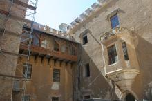Zamek w Karpnikach - ruina zamienia się w perełkę