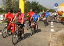 Na rowerach, rolkach i z kijami żegnali lato
