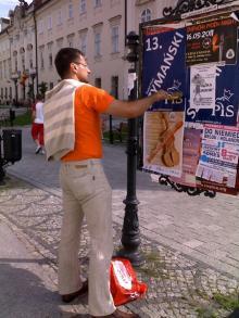 Atak na plakaciarzy PiS-u