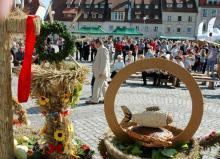 Dożynki powiatu lwóweckiego: izerski plon, niesiemy plon