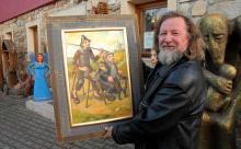"""Na świąteczną aukcję Darek Miliński przygotował """"Don Kichota z Pławnej""""."""