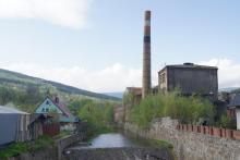 Wraca życie do zrujnowanej fabryki