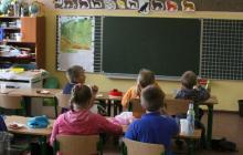 Uczniowie najmłodszych klas wkrótce będą mieli wygodne meble. Fot. ROB