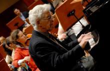 Znakomity prof. Andrzej Jasiński tym razem zagra koncert kameralny wspólnie z kwintetem dętym Filharmonii Dolnośląskiej.