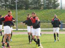 Piłkarze Granicy podczas rozgrzewki przed meczem.