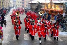 Tradycją Lwóweckich Jasełek jest doroczna parada Mikołajów z udziałem gości z kilku krajów.