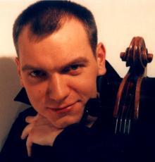 Jako solista wspólnie z jeleniogórską orkiestrą zagra świetny wiolonczelista Rafał Kwiatkowski.