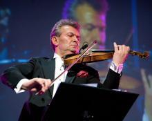 W najbliższy piątek wspólnie z jeleniogórskimi filharmonikami zagra znakomity skrzypek Vadim Brodski
