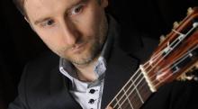 Wspólnie z jeleniogórskimi filharmonikami jako solista wystąpi znakomity gitarzysta Waldemar Gromolak