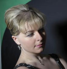 Wspólnie z jeleniogórską orkiestrą, jako solistka wystąpi pianistka Joanna Ławrynowicz.