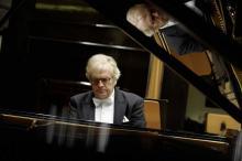 Już 2 grudnia wspólnie z jeleniogórskimi filharmonikami zagra słynny niemiecki pianista i dyrygent Justus Frantz