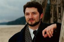 Jednym z artystów, którzy zaśpiewają tego wieczoru dla jeleniogórskiej publiczności jest Tomasz Krzysica