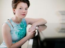 """W marcowych koncertach z cyklu """"Mistrzowskie Wykonania"""" oraz """"Filharmonia Familijna"""" wystąpi brytyjska pianistka Clare Hammond."""