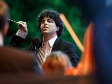 Niedzielny koncert z cyklu Estrada Młodych w jeleniogórskiej filharmonii batutą poprowadzi szwajcarski dyrygent Frédéric Tschumi