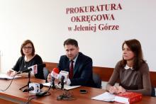 Rzecznik Prok. Okregowej W. Niziołek, Prok. Okręgowy - M. Gołębiowski i jego zastępca - V. Wąsikiewicz