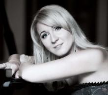 Podczas piątkowego koncertu wspólnie z jeleniogórską orkiestrą zagra znakomita pianistka Beata Bilińska.