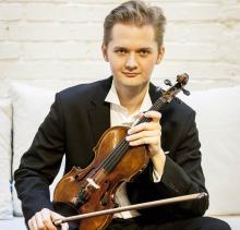 Wspólnie z jeleniogórską orkiestrą zagra znakomity skrzypek Jarosław Nadrzycki