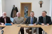 Inicjatorzy budowy pomnika. Od lewej: Stanisław Kańczukowski, gen. Bronisław Peikert, Mariusz Gierus, Zbigniew Ładziński.