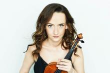 Wspólnie z jeleniogórskim zespołem, jako solistka, wystąpi znakomita skrzypaczka Agata Szymczewska.