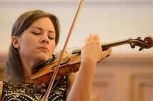 Jako solistka wspólnie z jeleniogórską orkiestrą wystąpi skrzypaczka Celina Kotz