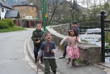 Kowary wspierają Romów