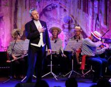 Wśród śpiewających gwiazd wieczoru będzie Piotra Rafałko.