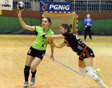 Ile bramek strzeli w Karpaczu Sylwia Jasińska (na zdjęciu z piłką)?