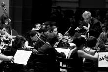 22 marca jeleniogórscy symfonicy grać będą pod batutą tureckiego dyrygenta Ertuga Korkmaza.