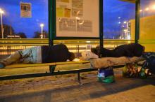 Zamieszkali na przystanku