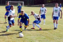 iłkarze lubomierskiej Stelli (stroje biało – niebieskie), awansowali do drugiej rundy Pucharu Polski.