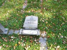 Wandale zniszczyli nagrobki na cmentarzu