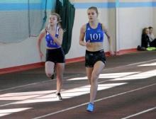 Tamara Kuncewicz (z prawej) w biegu na 300 metrów