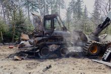 W proteście spalili leśnikom  maszyny