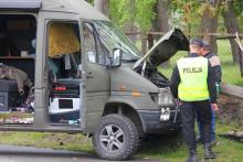 Kradzionym busem potrącił policjanta