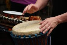 Perkusyjny hałas na ulicy