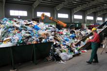 Co ma woda do śmieci? Miasta zmieniają system opłat