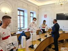 fot. UM Jelenia Góra, spotkanie prezydenta z uczestnikami MŚJ w biathlonie