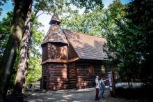 Wyremontowany kościółek w parku Szczytnickim zaprasza na spotkania z artystami