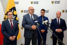 Negocjacje ze stroną rządową prowadził Zarząd Województwa Dolnośląskiego z Marszałkiem Cezarym Przybylskim na czele.