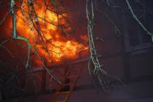 Nocny pożar w domu