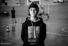 Młody sportowiec potrzebuje pompy